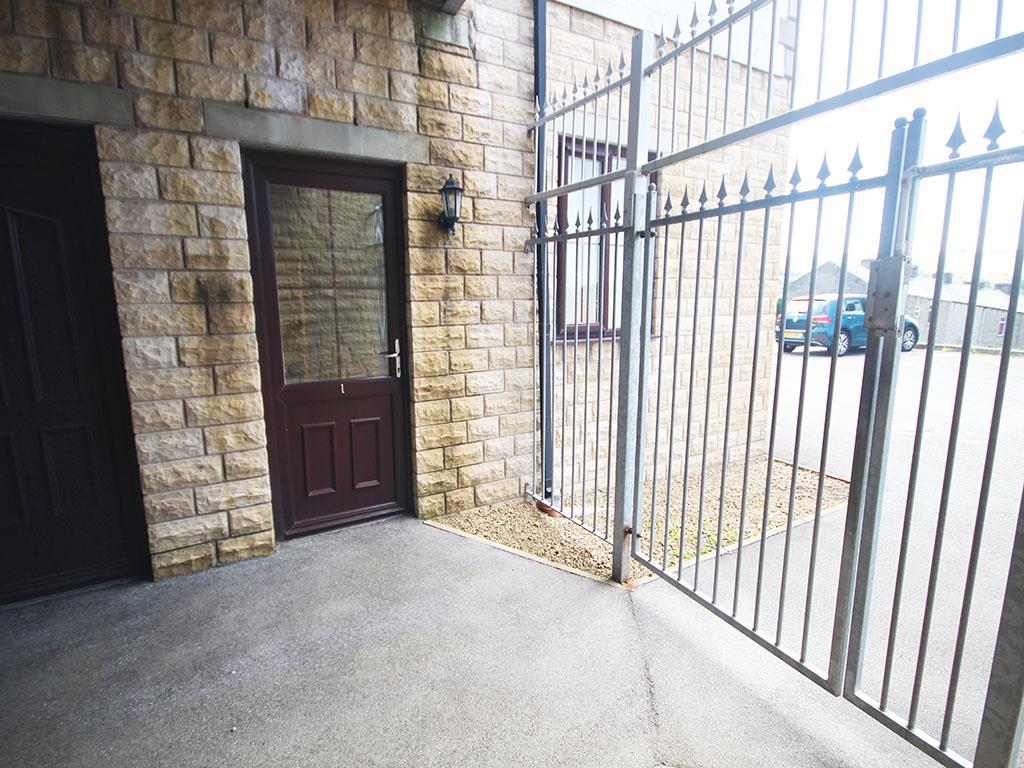 2 bedroom apartment To Let in Colne - IMG_3456.jpg